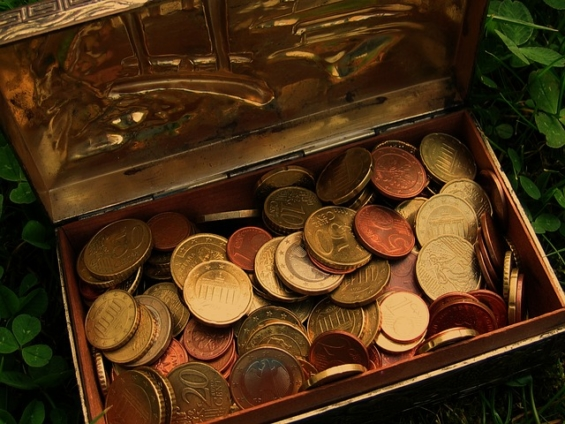 お金が入った宝箱 ユーロ