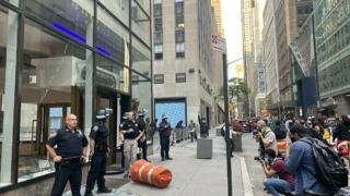 暴動に襲撃されたニンテンドーニューヨーク