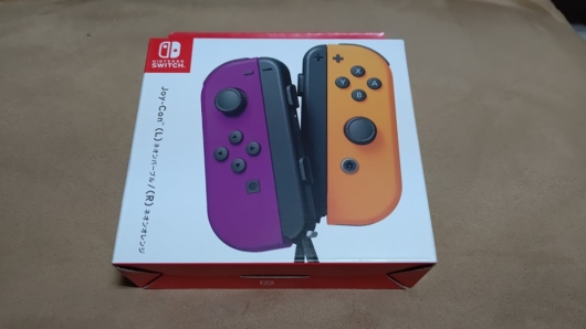 Nintendo SwitchのJoy-Con「ネオンパープル&ネオンオレンジ」の箱