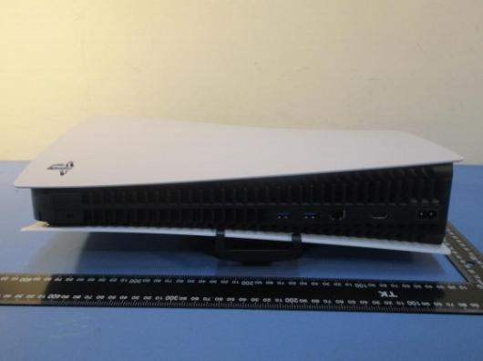 PS5の本体サイズがわかる画像