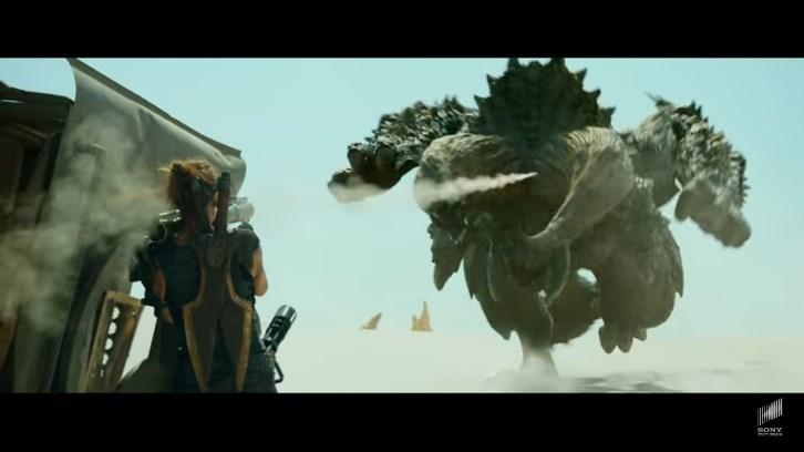 ハリウッド映画「モンスターハンター」ディアブロスをロケランで攻撃するミラジョボビッチ