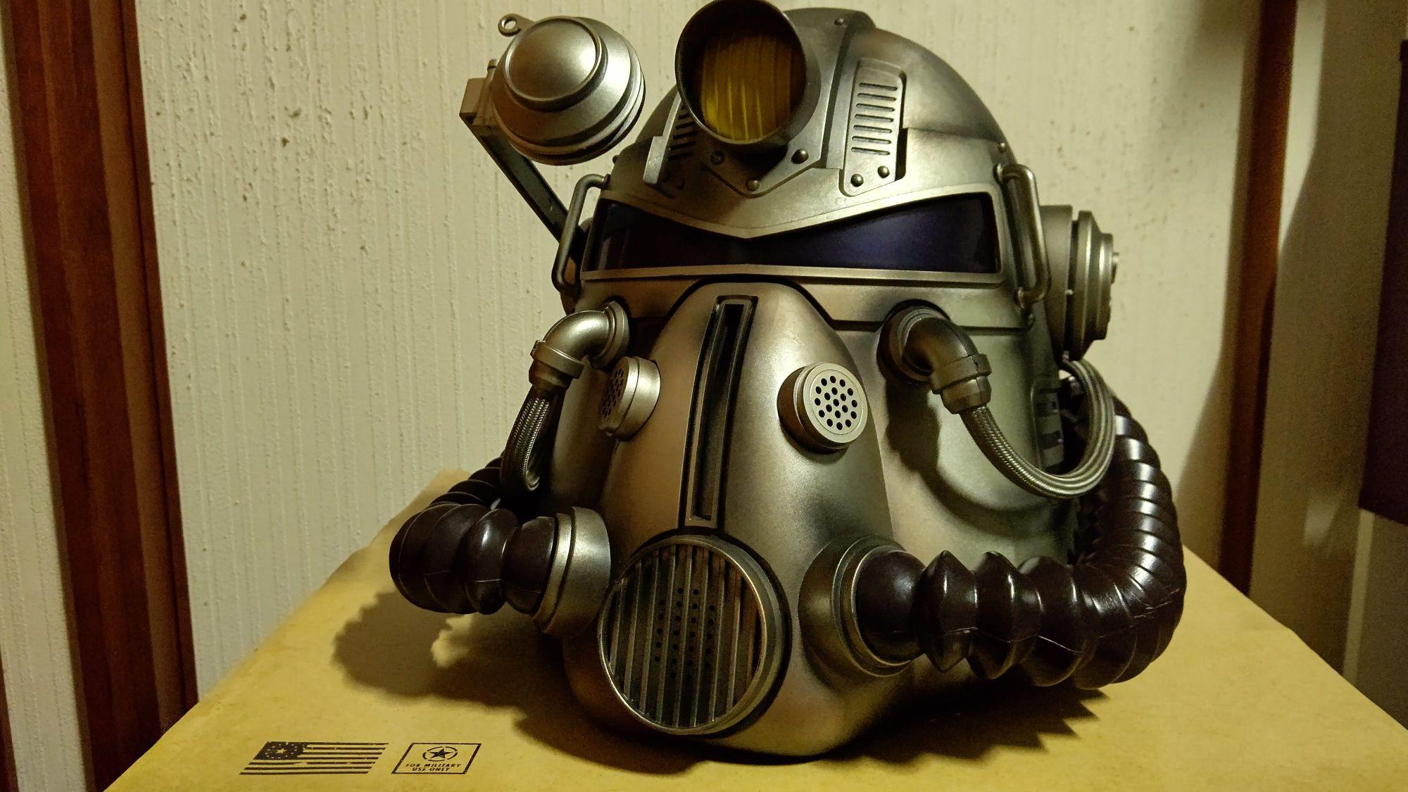 家に届いた「Fallout 76 Power Armor Edition (パワーアーマーエディション) 」のT51パワーアーマーヘルメット