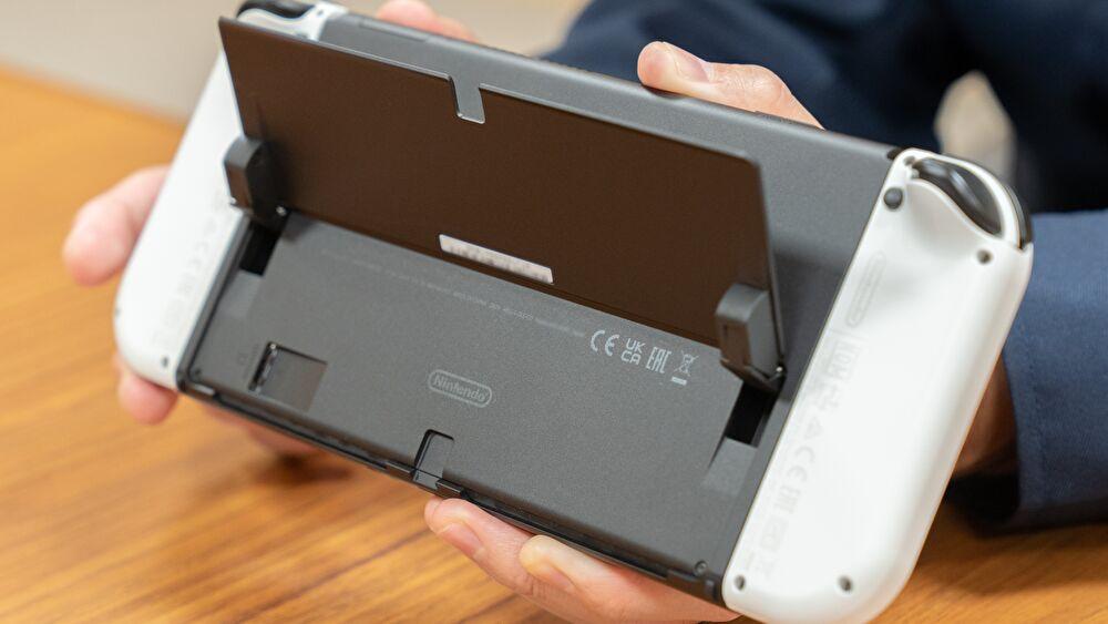 NintendoSwitch(有機ELモデル)の背面にある表示